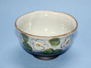 椿紋茶碗(白) 径 115mm × 高さ 70mm 価格:2,100円(税込)