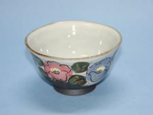 椿紋茶碗(赤) 径 115mm × 高さ 70mm 価格:2,100円(税込)